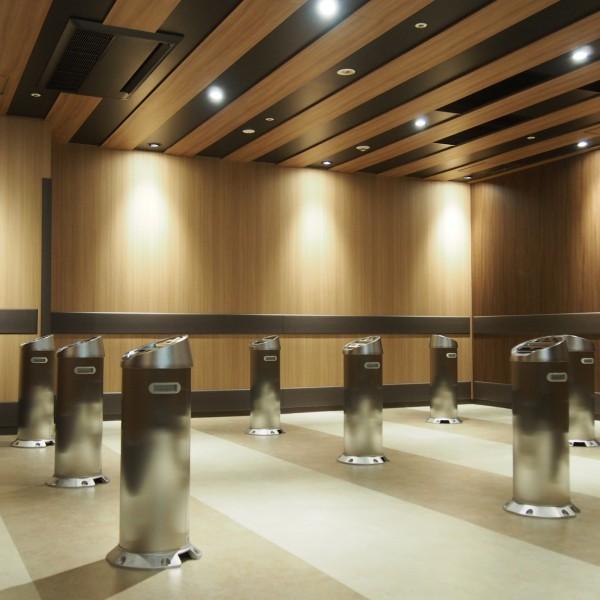 「三田43MTビル 喫煙室」設計:森トラスト・ビルマネジメント株式会社