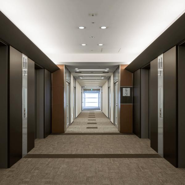 「仙台MTビル エレベーターホール」設計:森トラスト・ビルマネジメント株式会社